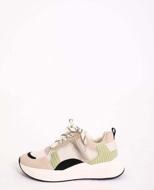 Sneakers van verschillende materialen wit