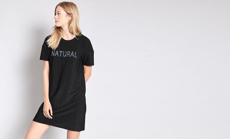 Gemetalliseerde jurk met opschrift zwart