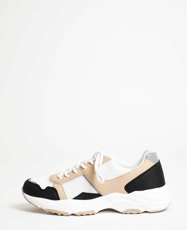 Sneakers in de stijl van gymschoenen zwart