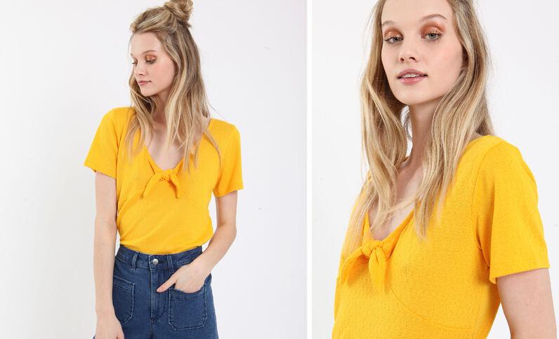 T-shirt à nœud jaune