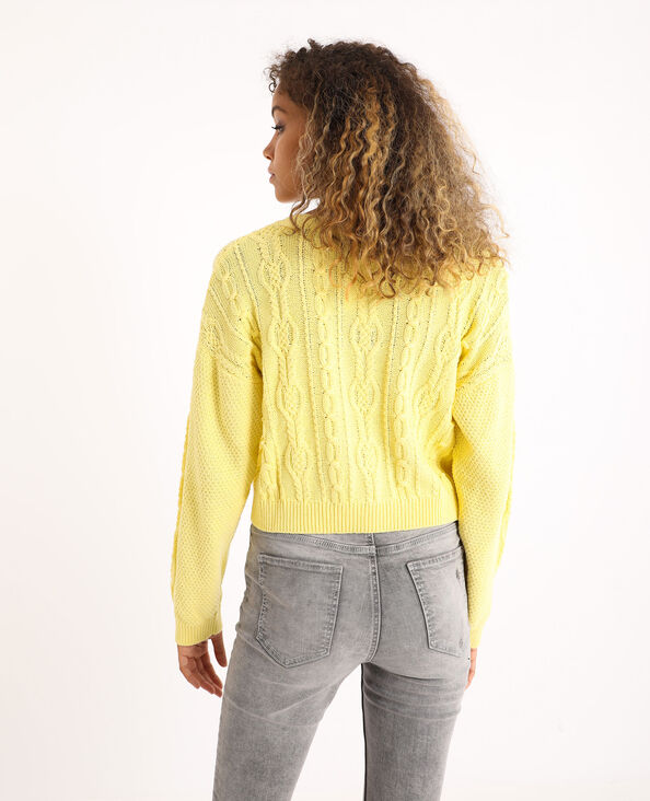 Pull court à torsades jaune pâle